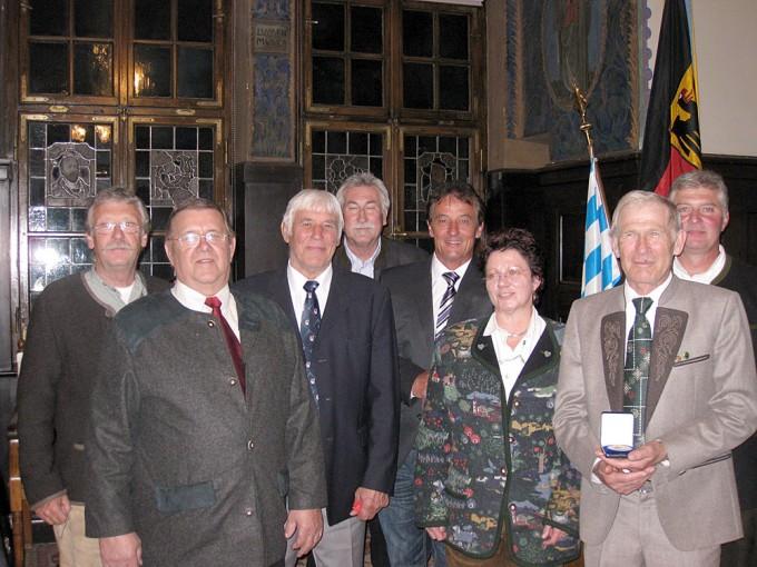 Von links nach rechts: Kurt Erler, Ludwig Riedl, Manfred Heimerl, Wolfgang Kuttner, Herbert Rudolf (1. Vorsitzender), Uschi Stör (Schatzmeisterin), Josef Stadler, Thomas Stör (2. Vorsitzender)